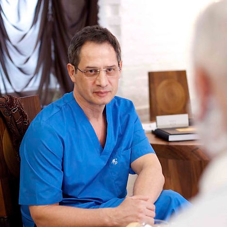 Андрей Хромов - руководитель Авторской клиники пластической хирургии и косметологии.