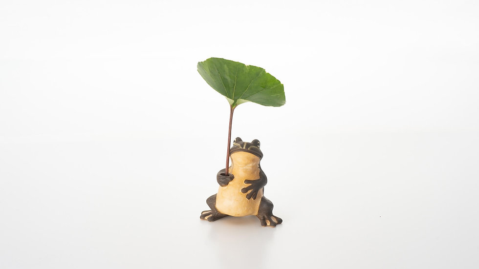 立ち蛙 一輪挿し