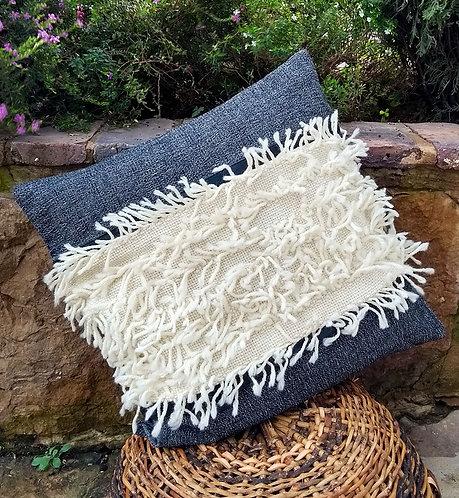 isabelm- Cojín flecos de lana