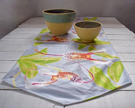 Aledesign + Camino de mesa orquideas