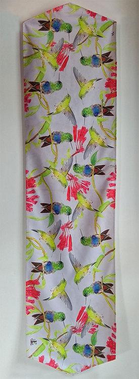 Aledesign + Camino de mesa colibrí