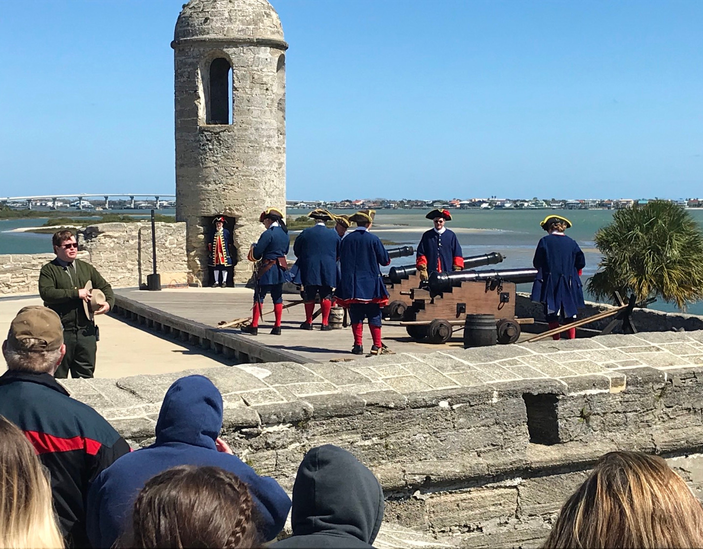 Cannon demonstration in Spanish attire and language