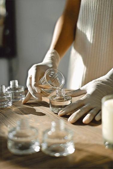 天然香料の組成を変えずナノ化するので、天然香料の性質や性能、効果なども変化いたしません。