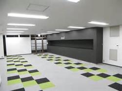 室内/香り、防虫、消臭、抗菌などの機能剤を各種紙材・繊維・フイルム・樹脂・材木等に長期間保持・定着し自然徐放(機能剤を徐々に自然放出させ効能持続させる今まで無かった新たな革新技術です。応用分野//