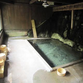 柏屋旅館_自噴巌風呂