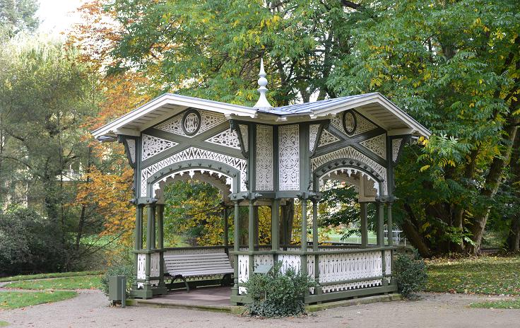 Lichtentaler_Allee_Pavillon_dreamstime_xxl_32913633_10