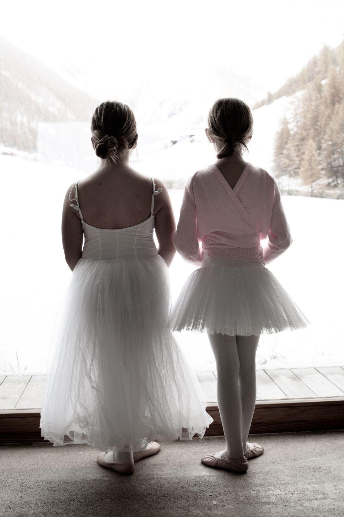 Ballerinas from behind 1 - Photo © Daniela Brugger
