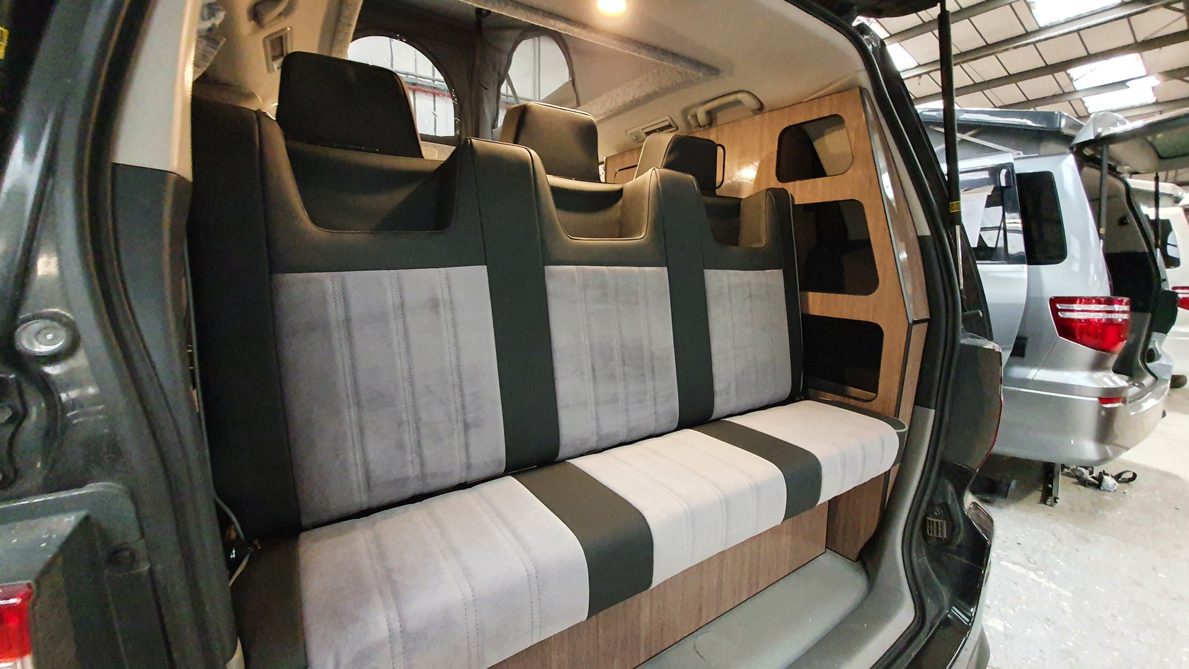 Toyota Alphard 3 Seat Side Conversion -