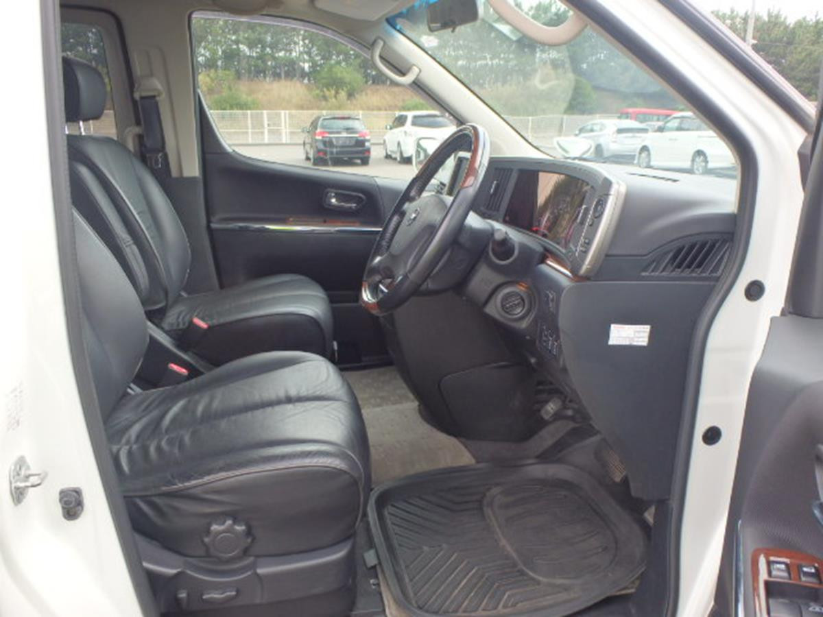 2009- Elgrand 250 HWS Black Leather Navi