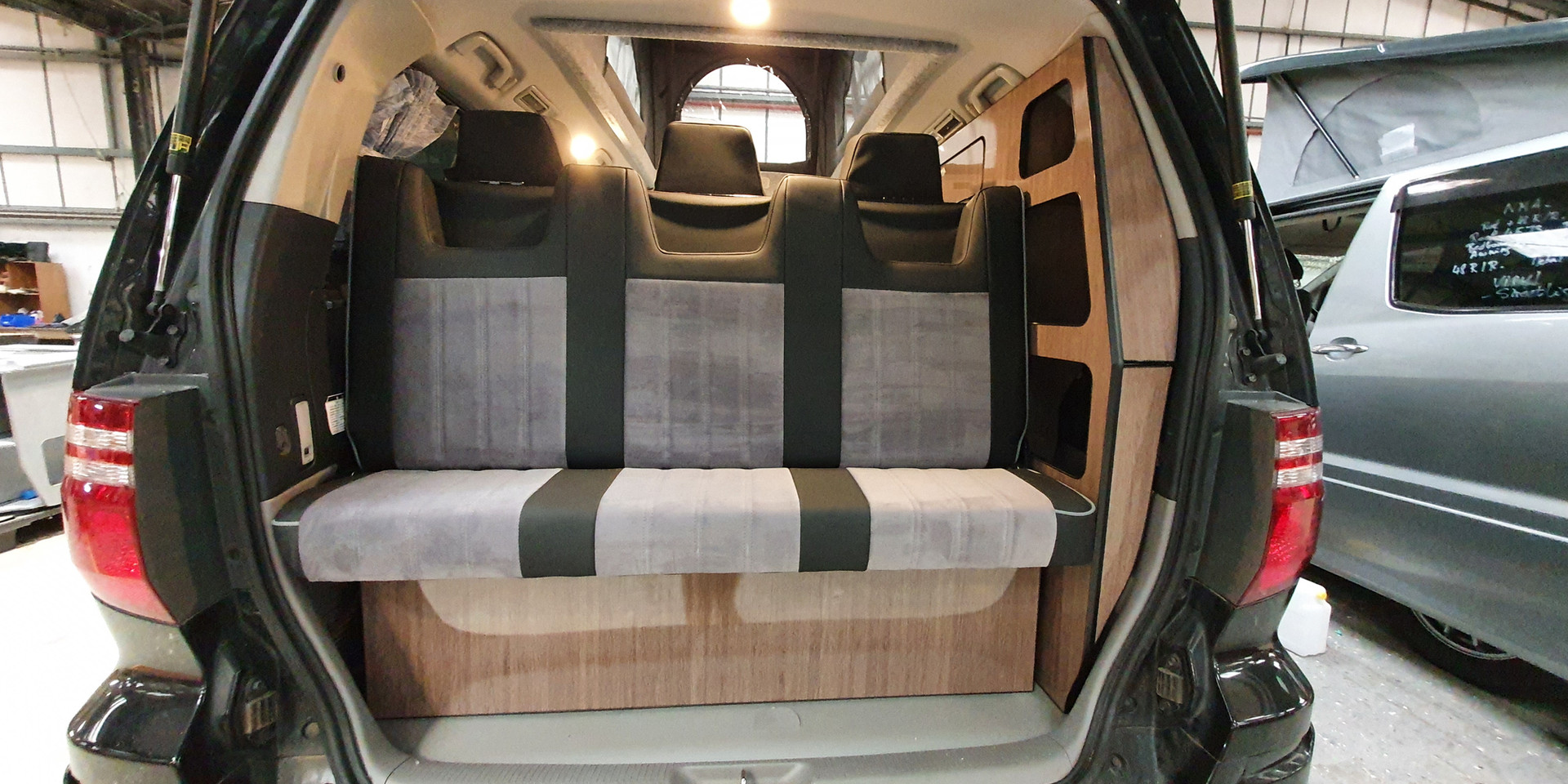 Toyota Alphard 3 Seat Side Conversion -