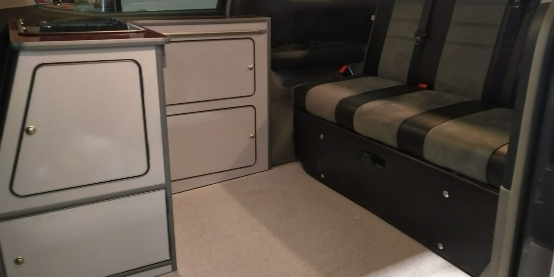 Alphard 48 RR Modular - Kitchen section