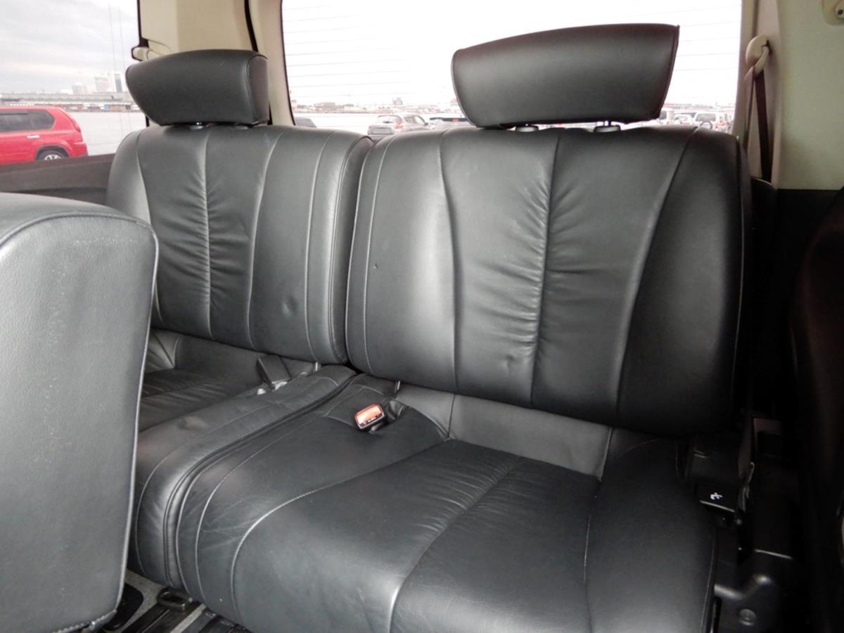 Nissan_Elgrand_Highway_Star_Black_Leathe