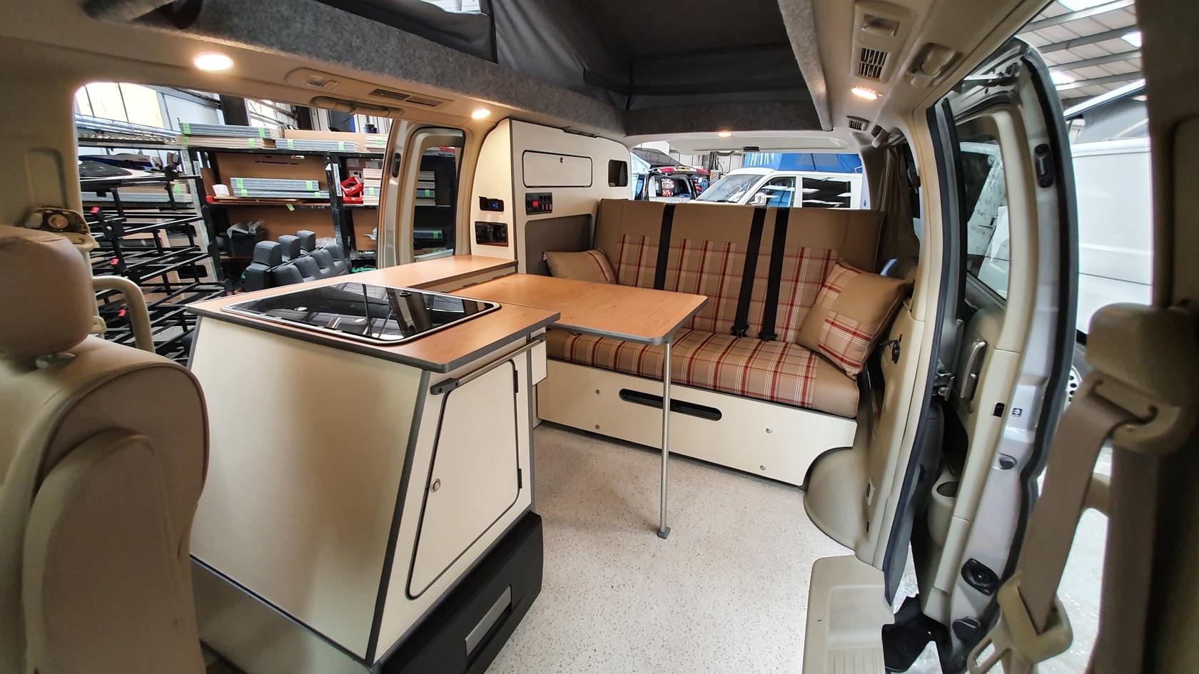 HW52 KFR- Nissan Elgrand - Skye- Roof an