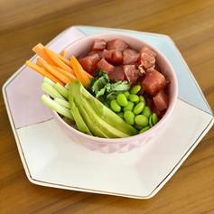 Poke bowl de atún con arroz de coliflor