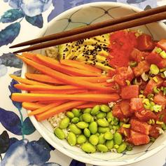 Poke de atún con arroz de coliflor y masago 🍚🥢