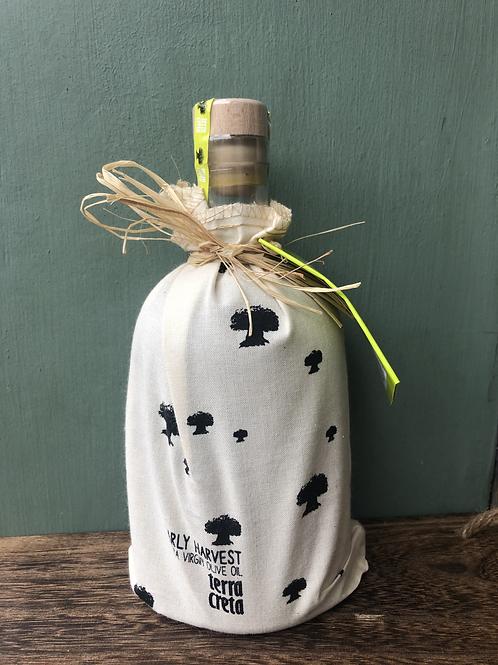 Early Harvest Cretan olive oil in decorative cloth bag