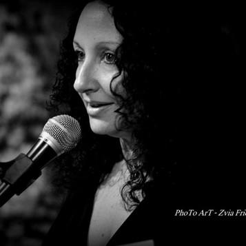 ראיון עם המשוררת דנה אמיר