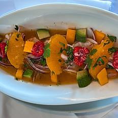 Ceviche de gamba i fruita de la passióamb alvocat i fruita fresca.