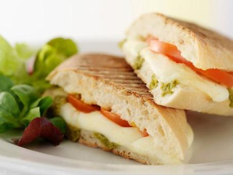 Sandwich tomates mozzarella et pesto