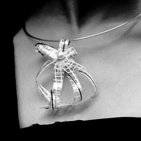 Ligne de bijoux en matières recyclées                                            Concours Lépine 2010