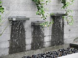 Recirculating water feature