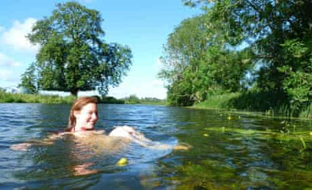 Wild swimming in Queenford Lake – braving the cold for the sake of mental health research!