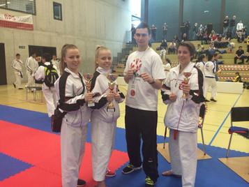 Kämpfer der Shinsei Kan Karateschule aus Lenzburg räumen ab am internationalen Swiss Junior Open