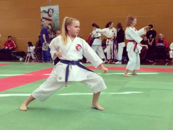 Shinsei Kan Karateschule weiss sich zu behaupten am Swiss Open in Wallisellen
