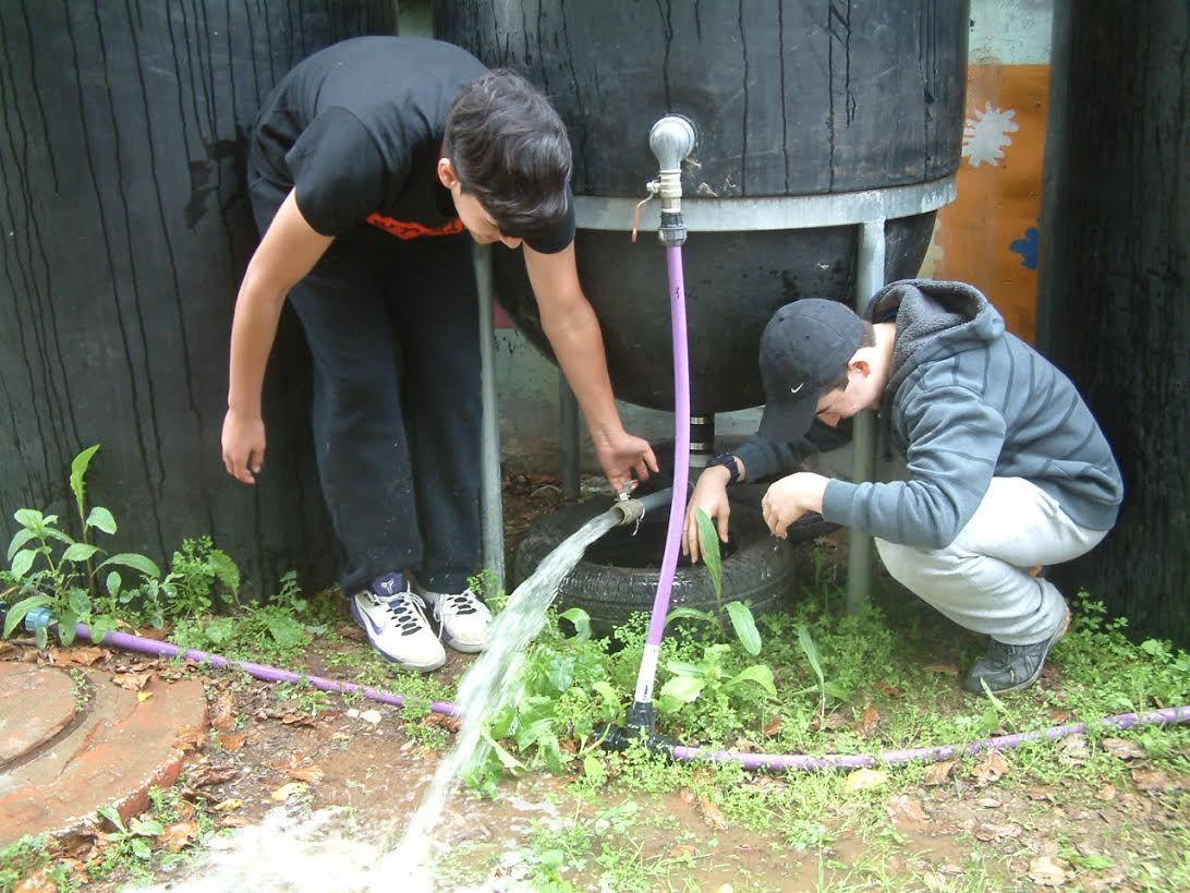 students-w-rain-barrel