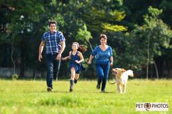 fotografia de familia com cachorro