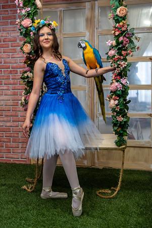 bailarina com arara
