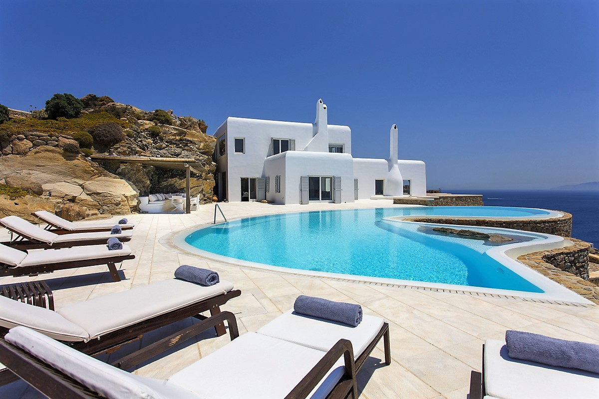 Mykonos villa outdoor lounge area and infinity pool