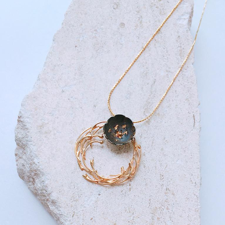5+2 Experimental Jewelry - Camellia Necklace