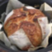 Pão artesanal no forno holandês