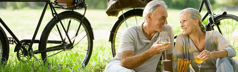 älteres, glückliches, wohlhabendes Paar