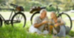 Casal feliz, aproveitando a aposentadoria com a Previdência Privada
