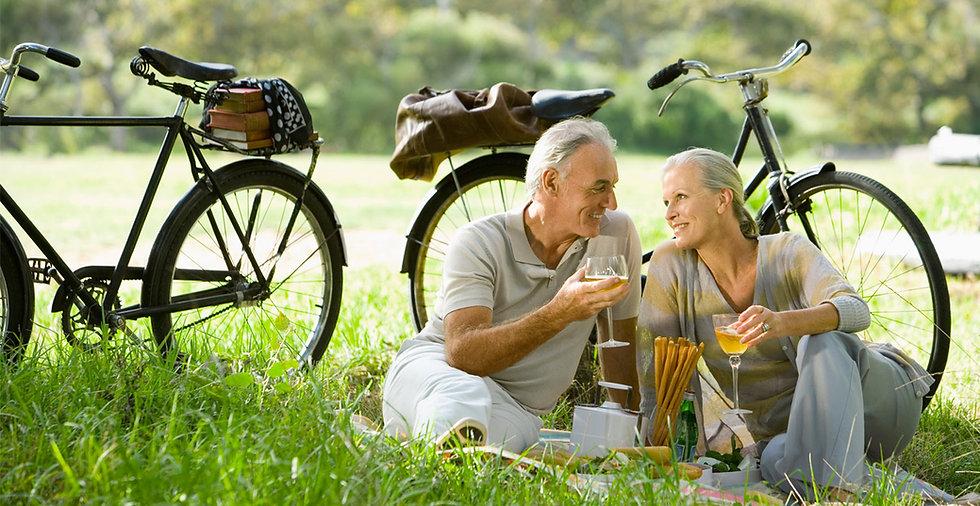 Pareja de picnic romántico