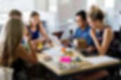 Estudiantes en reunión