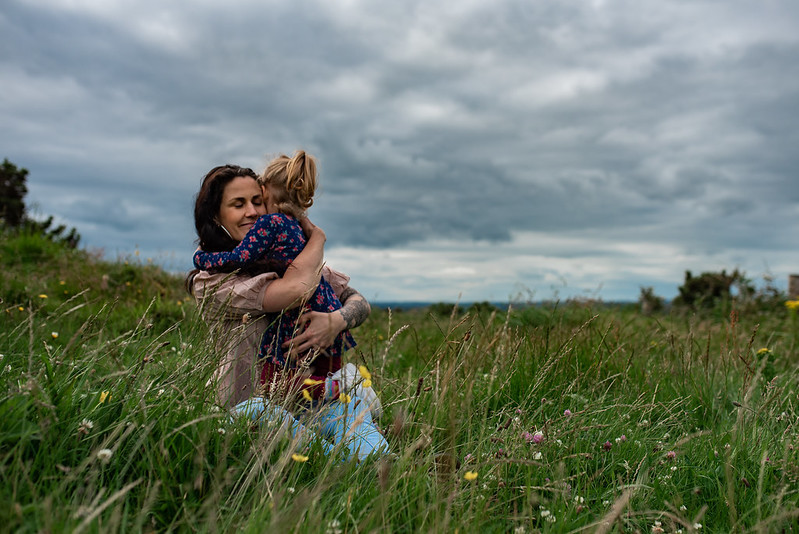 marie o mahony photography mullagh hill cavan mother hugging her daughter