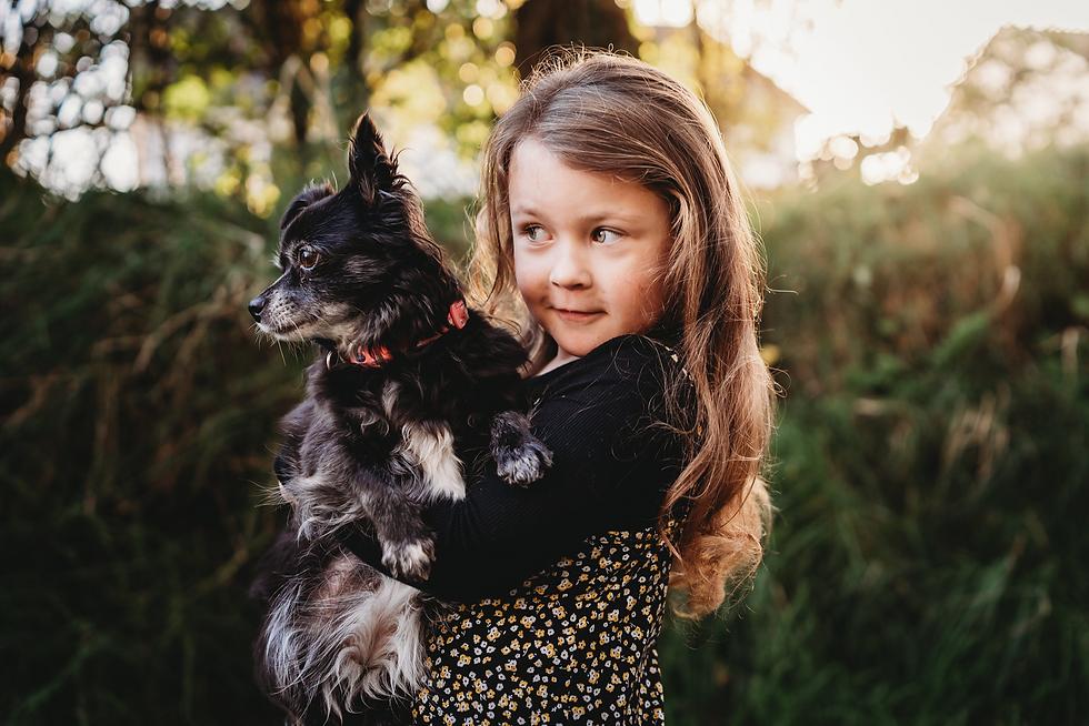 Family photographer Cavan, a girl and her dog