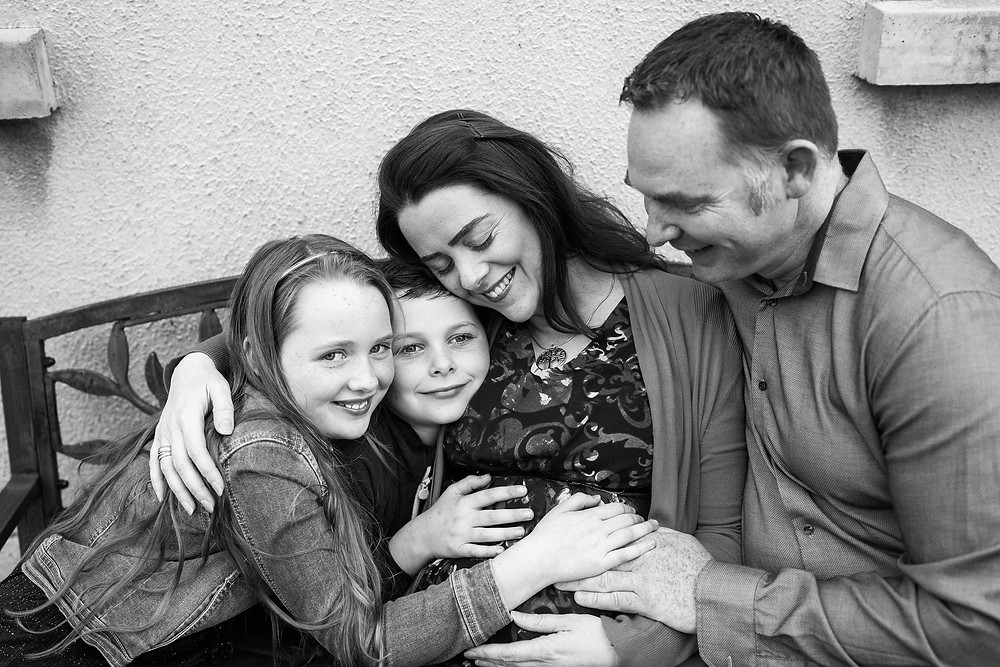 family maternity photograph black and white
