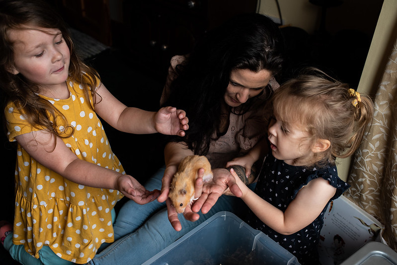 marie o mahony photography photoshoot cavan mother and daughters playing with a hamster