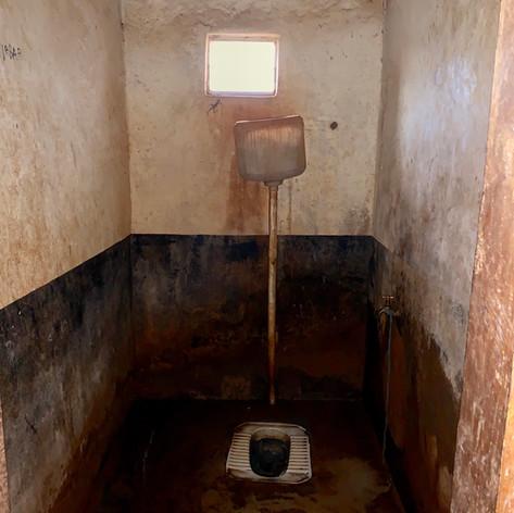 Estado actual de los aseos de los módulos dormitorio existentes en el KPCS de Kabanga, Kigoma