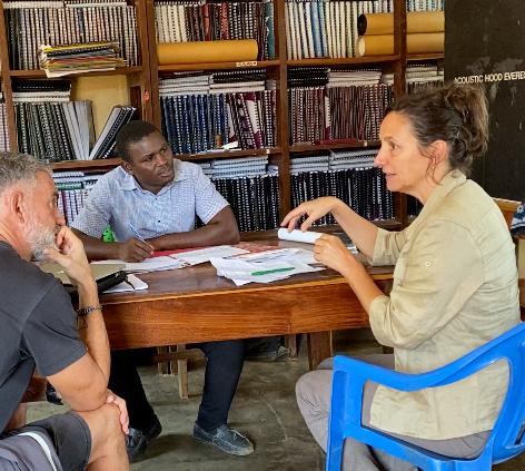 Reunidos con Kulwa, el Director del KPCS de Kabanga, Kigoma