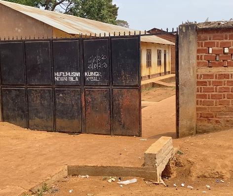 Entrada del KPCS (Kabanga Protectorate Center and School) de Kabanga, Kigoma
