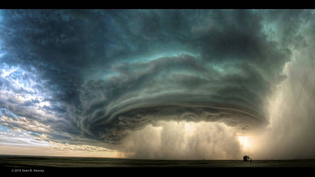 Supercell_storm_Glasgow_Montana_July2010