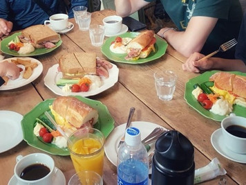 比羅夫區親朋好友共享美食餐廳