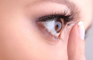 contact-lenses-blue-eyes-lens-insert-1050x675.jpg
