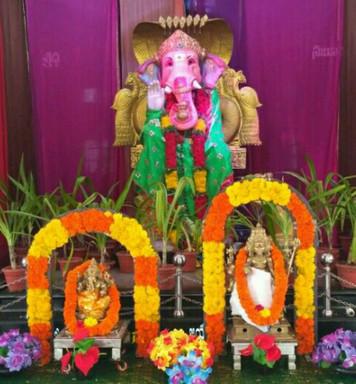 షిర్డీ సాయిబాబా ఆలయం లో అలరించిన వినాయకుని అలంకరణ !