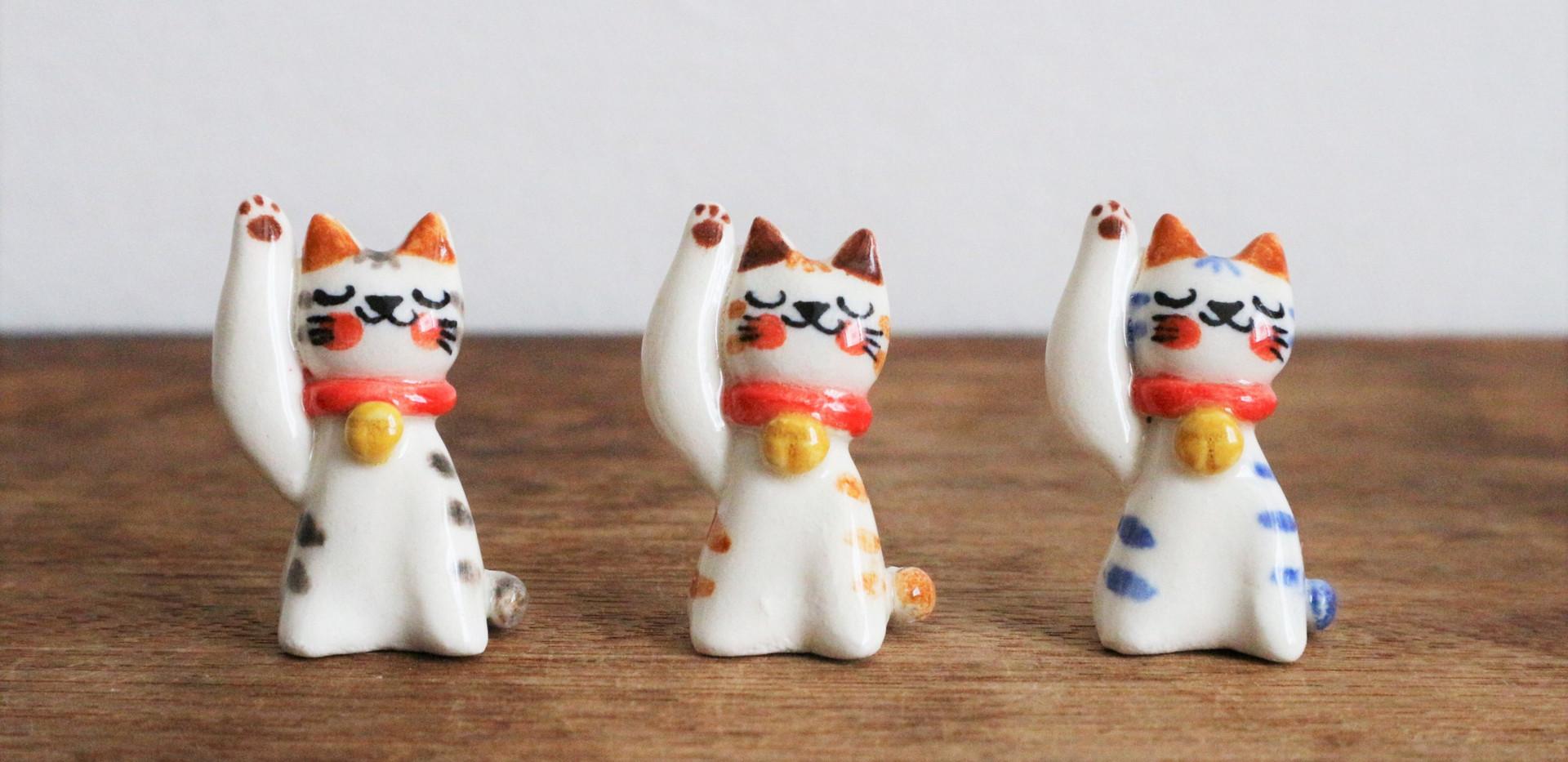 小さな招き猫 トラ猫